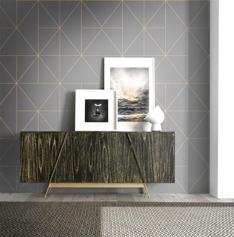 Ambiente aparador Dylan de madera en color negro lavado en dorado con tiradores y patas metálicas en color dorado