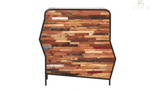 Aparador Nobo de estructura metálica color negro y madera reciclada de barco, 8 cajones